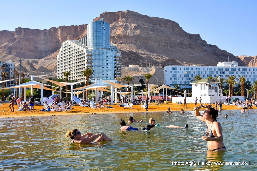 Отдых на Мертвом море в завершении экскурсии по Иудейской пустыне.