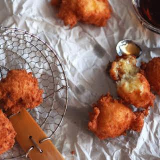 Buñuelos de Yuca y Queso (Yuca and Cheese Fritters).