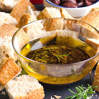 Garlic, Olive Oil and Balsamic Vinegar Dip