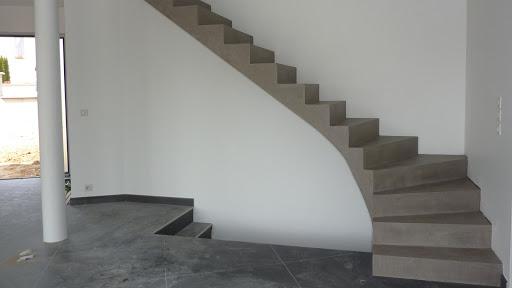 Transformation d'un escalier grâce au béton ciré