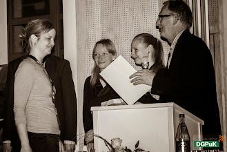 Photo: DGPuK 2014 Gala-Abend in der Innsteg-Aula  Preisverleihung: Bester Tagungsbeitrag: 2. Platz: Sanja Kapidzic (links)   Foto: Janertainment Janine Amberger