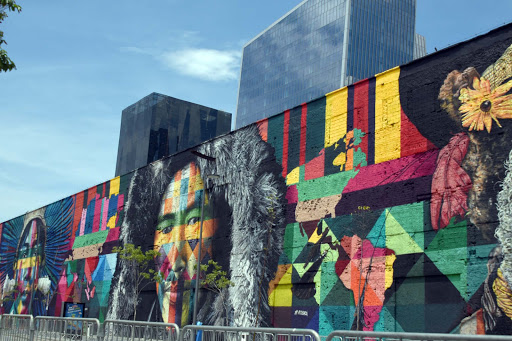 rio-wall-art.jpg - The mural across from the pier