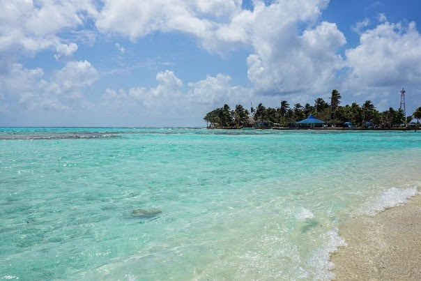 El Acuario and Haynes Cay