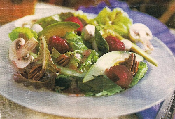 Raspberry Pecan Salad With Poppy Seed Dressing Recipe