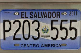 Photo: Nummernschild von El Slavador mit der Staatsflagge