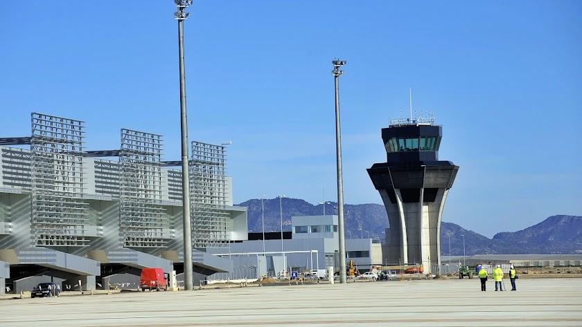 El aeropuerto de Corvera (Murcia) sustituyó hace un año a los vuelos civiles de San Javier.
