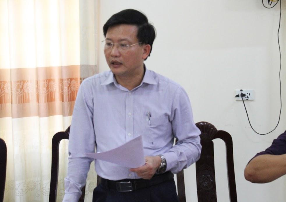 Đồng chí Nguyễn Đức Thọ, Phó Chủ tịch UBND huyện báo cáo công tác giải phóng mặt bằng
