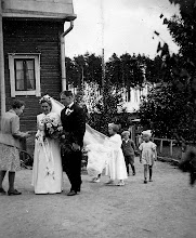 Photo: 1945 Toivo ja Liisa Arvajan hääkuva, Sopukatu 17