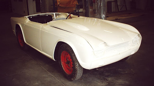 trimph tr4 véhicule ancien restauré