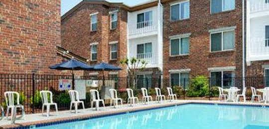 Congress Hotel & Suites