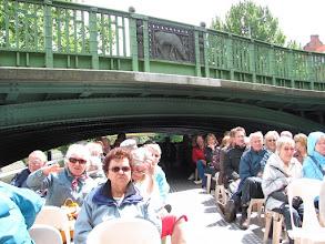 Photo: Niedrige Brücke bei der Schifffahrt