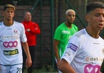Un joueur de Seraing est suivi par Charleroi