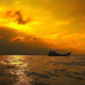 Sunset in Belawan Sea by Evan Septian - Landscapes Sunsets & Sunrises ( #sunset #sunrise #belawan #indonesia #medan )