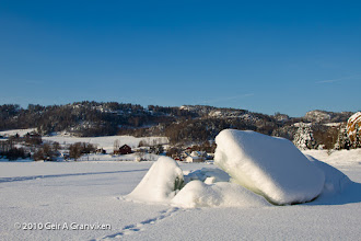 Photo: Ice blocks formed by the tide movements over a small underwater reef in Hyggenbukt, Drammensfjorden