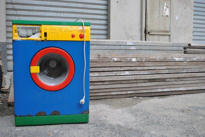 la lavatrice in cortile di ELISABETTA RIZZO