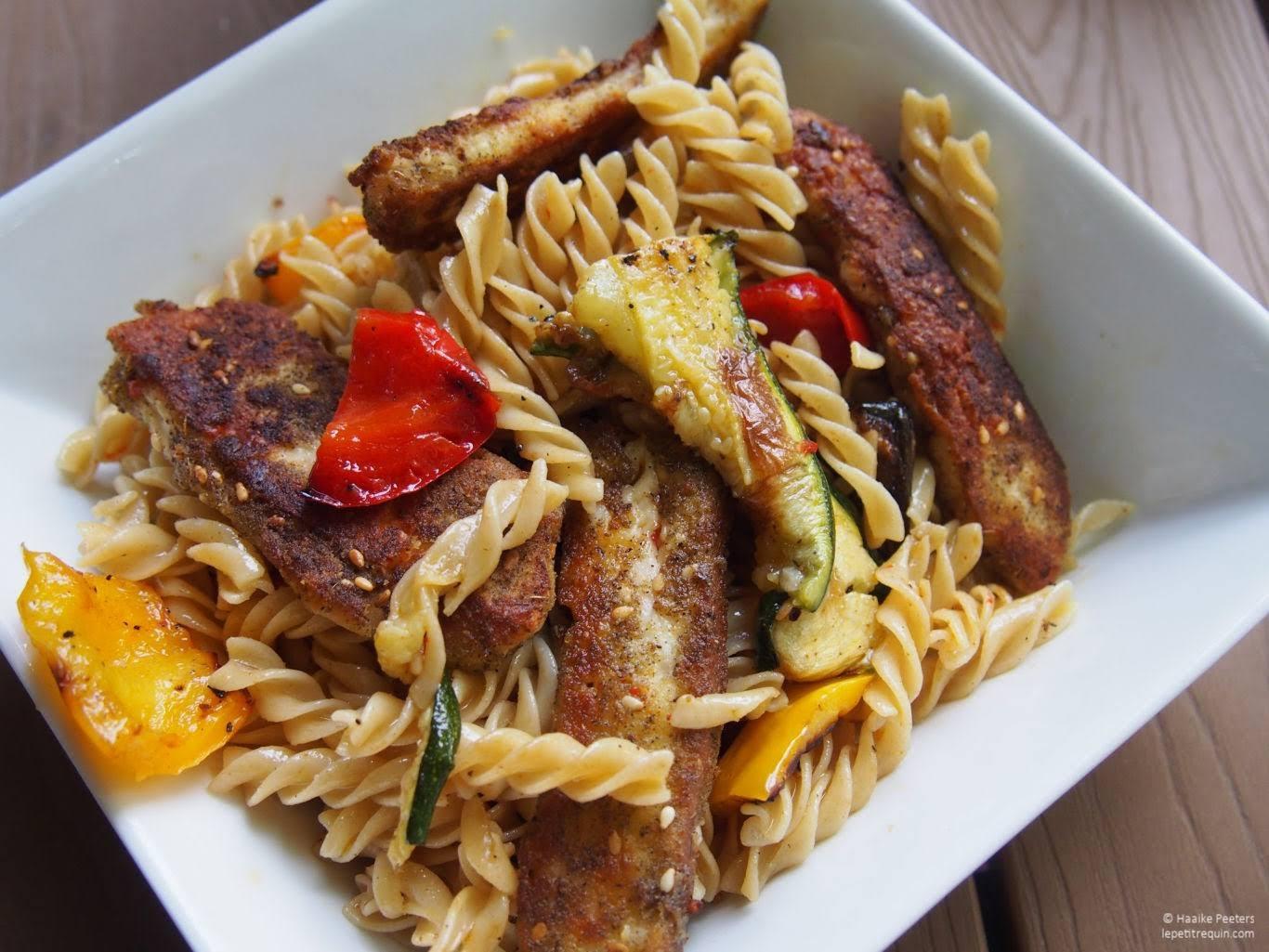 Pasta met gegrilde groenten en halloumifrietjes met za'atar (Le petit requin)