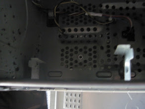 Photo: This is allegedly a drive bay. The same way a Trabant is a supercar. And yes, those are two flaps of metal from the case, and the drive is mounted, with no protection on the side walls of the case.
