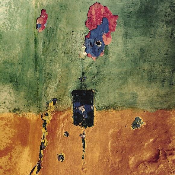 Aparece el color en las fotos de Siquier dedicadas a La Chanca. Esta imagen de una pared desconchada data de 1965.