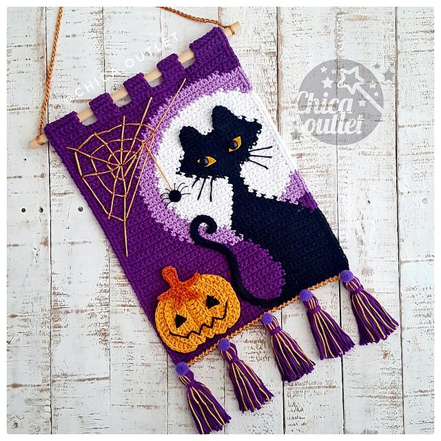Black Cat crochet wall hanging