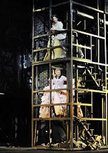 Photo: WIEN/ Theater an der Wien: DIE DREIGROSCHENOPER. Premiere am 13.1.2016. Inszenierung: Keith Warner. Nina Bernsteiner, Ganya Ben Gur Akselrod. Copyright: Barbara Zeininger