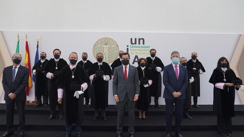 Los rectores junto al presidente de la Junta.