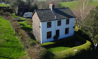 Charming Trefeglwys cottage