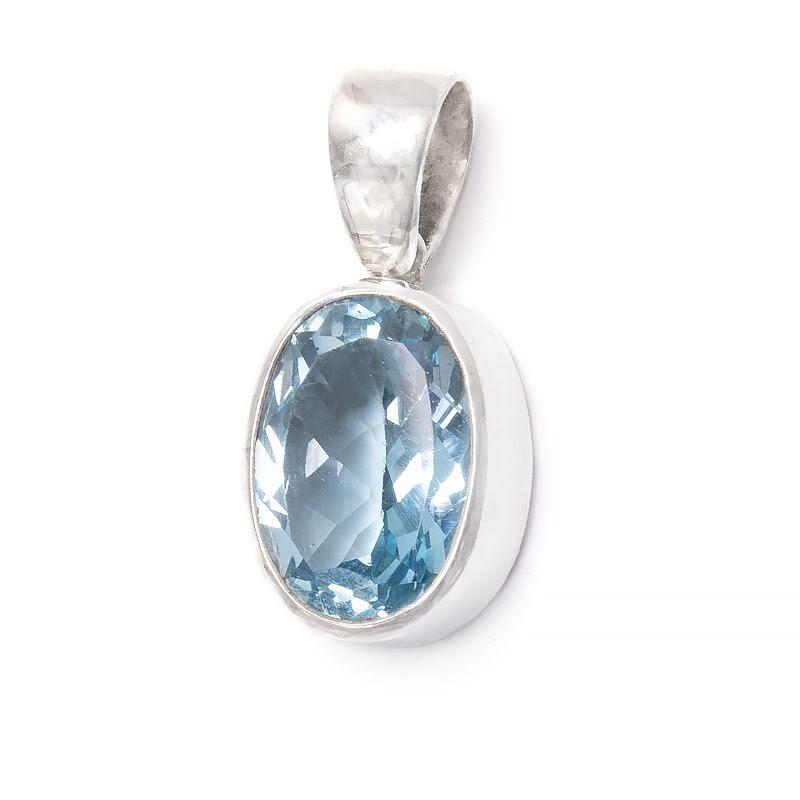 Blå topas hänge lite större sten i stilren silverinfattning