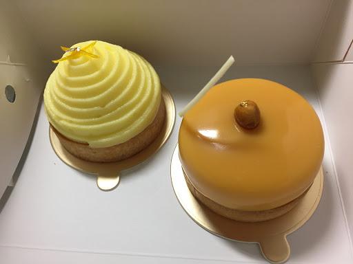 左邊那個超酸,右邊那個味道太複雜,又苦又甜又酸的也不是很喜歡,但以前吃過兩次他們家的甜點都非常好吃~