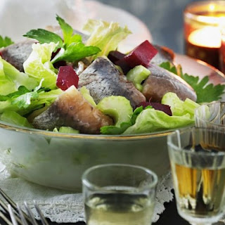 Lettuce Salad with Herring and Beets Recipe