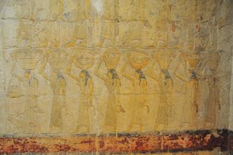 Photo: wall painting of offerings being brought