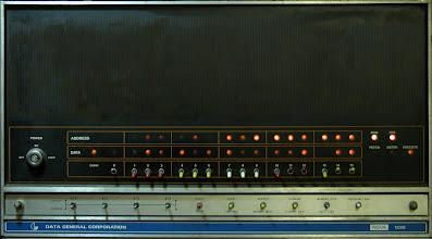 """Photo: Any 1973: Frontal del NOVA 840. Utilitzat per Rafel Bonet, Ramón Tortajada i altres,  per fer un compilador de Pascal per el F2, i per simular el Intel 8080 abans de disposar de les primeres mostres del chip, aprenent, i preparant tot el paquet aritmètic, rutines, etc. de la Sèrie 10. Tenía un disc DIABLO de 5 MB fixes + """"Cartridge"""" de 5 MB cambiables"""