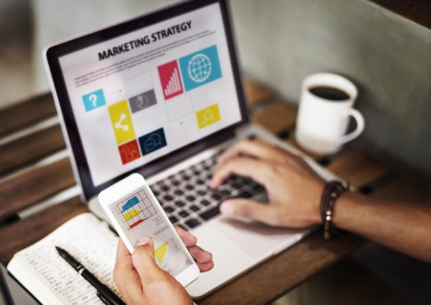 Marketing strategy connting digital devices concept Free Photo