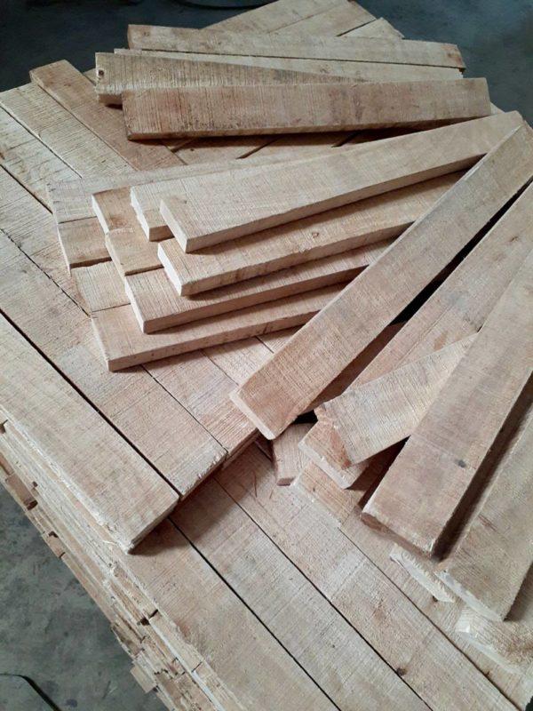 Không có thớ và màu đẹp như gỗ muồng nhưng gỗ cao su vẫn rất bền, đẹp