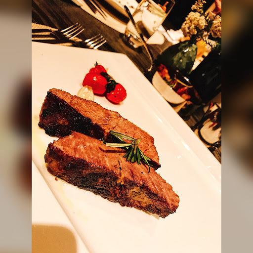 精緻餐食,海鮮、高點到飲品均有一定品質,是聚會約會好地方。