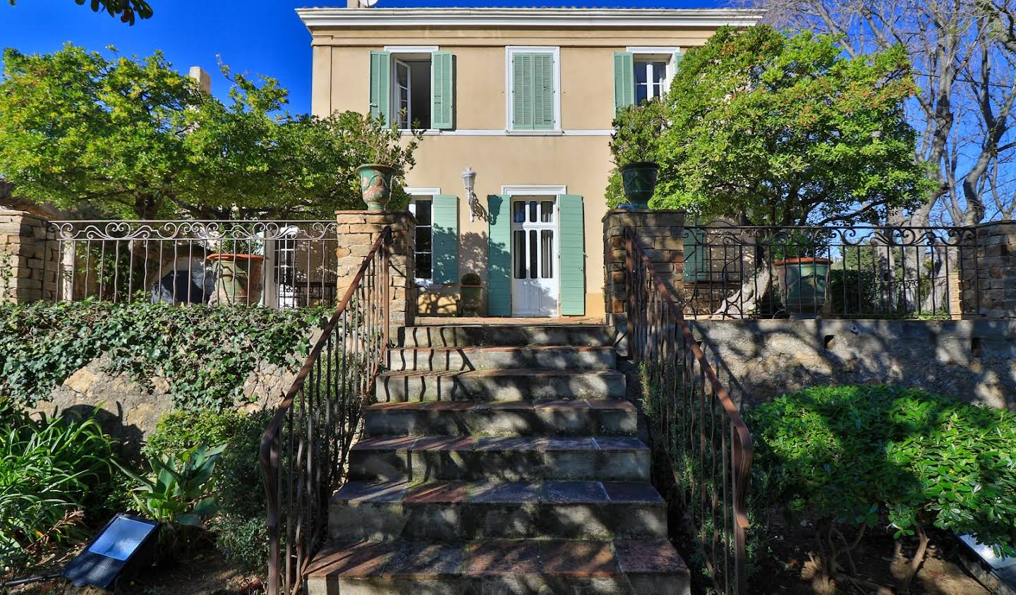 Property with pool and garden Toulon