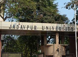যাদবপুর বিশ্ববিদ্যালয়ে ছাত্রীদের 'শ্লীলতাহানি' করল পুলিশ