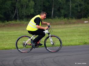 Photo: unter höchstem Körpereinsatz mit dem Bike!