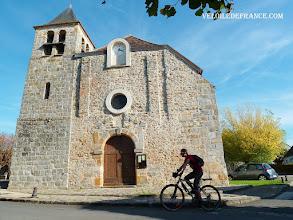 Photo: L'église de Livry sur Seine - e-guide circuit balade à vélo de Bois le Roi vers Vaux-le-Vicomte par veloiledefrance.com  Livry old church - Cycling guide to the Château of Vaux-le-Vicomte by veloiledefrance.com