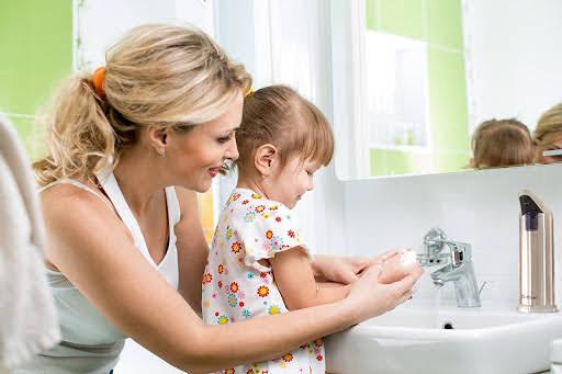 khi-nao-co-the-day-be-dung-toa-lett quả hình ảnh cho dạy bé rửa tay