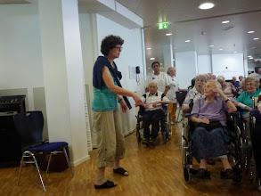 Photo: Die Leiterin Vreni Müller ist  immer hilfsbereit