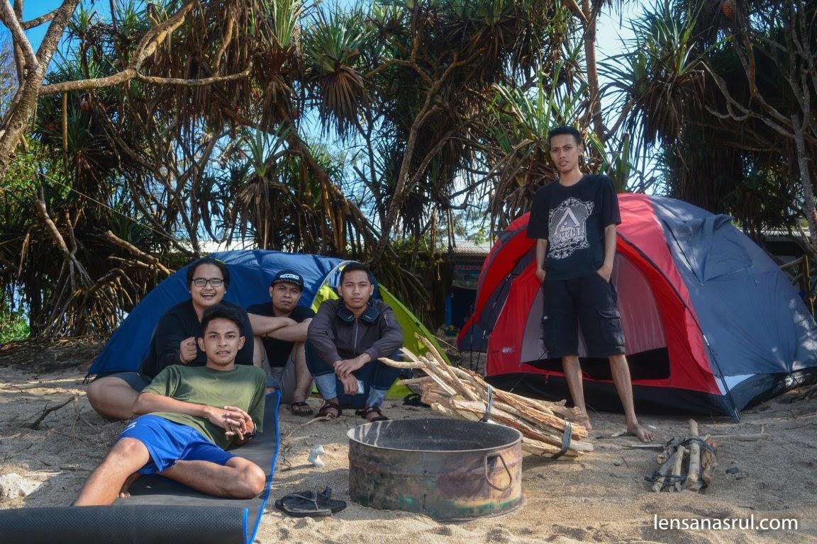 Sebelum tenda di bubrah, foto bersama-sama dahulu