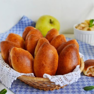 Yeast Pies With Apples