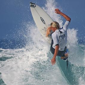 Wave bashing by Gavin Falck - Sports & Fitness Surfing ( surfing, wave, sport, gavin falck, ocean, beach )