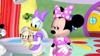 "Pluto le chien ""babysitter"""