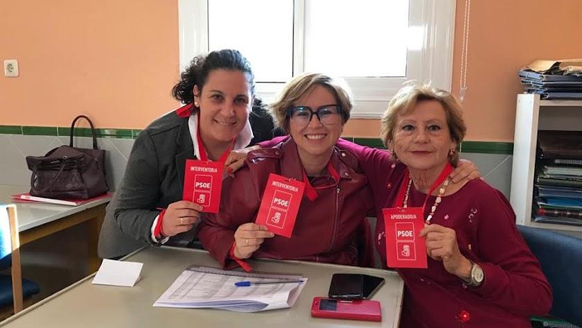 Interventoras de PSOE en un colegio electoral.