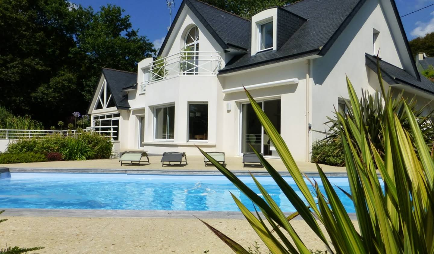 Villa with pool and garden Quimper