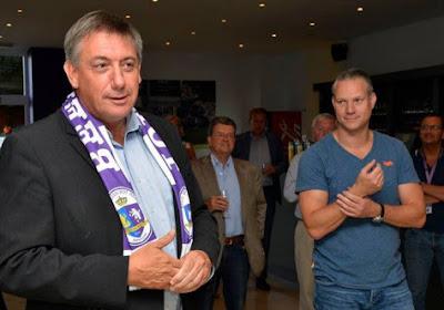 Eregast Jan Jambon opent het 'VOS-café' in het Olympisch Stadion van Beerschot-Wilrijk