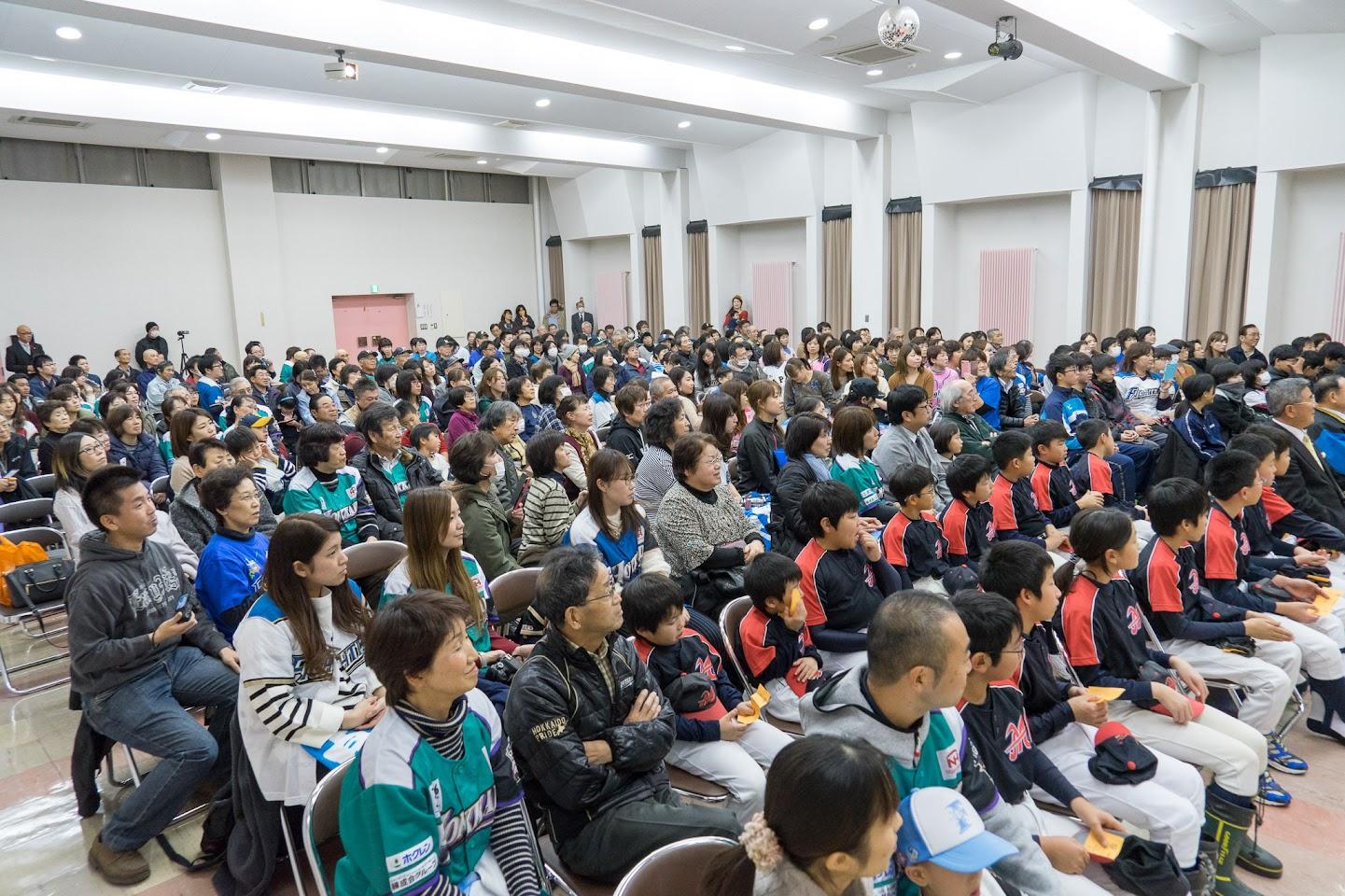 満席の会場(北竜町公民館大講堂)