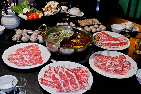 香港私宅打邊爐,頂級麻辣湯頭配上超棒港式手工丸子, XO醬炒海鮮公仔麵必吃