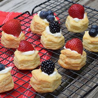 Fruit Pizza Bites with Puff Pastry Cups.